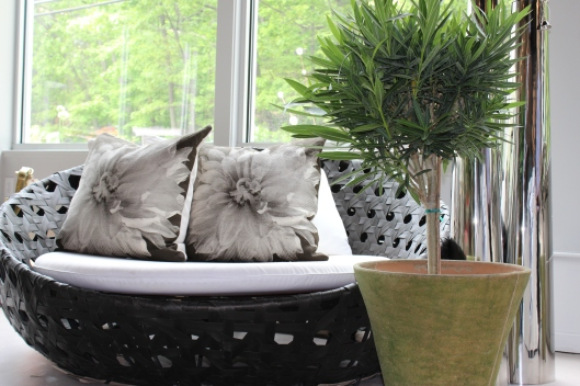 "fabulous and funky pod - 60"" round outdoor 'pad' ...dahlia pillows as an accent...oleander in 18"" english planter"