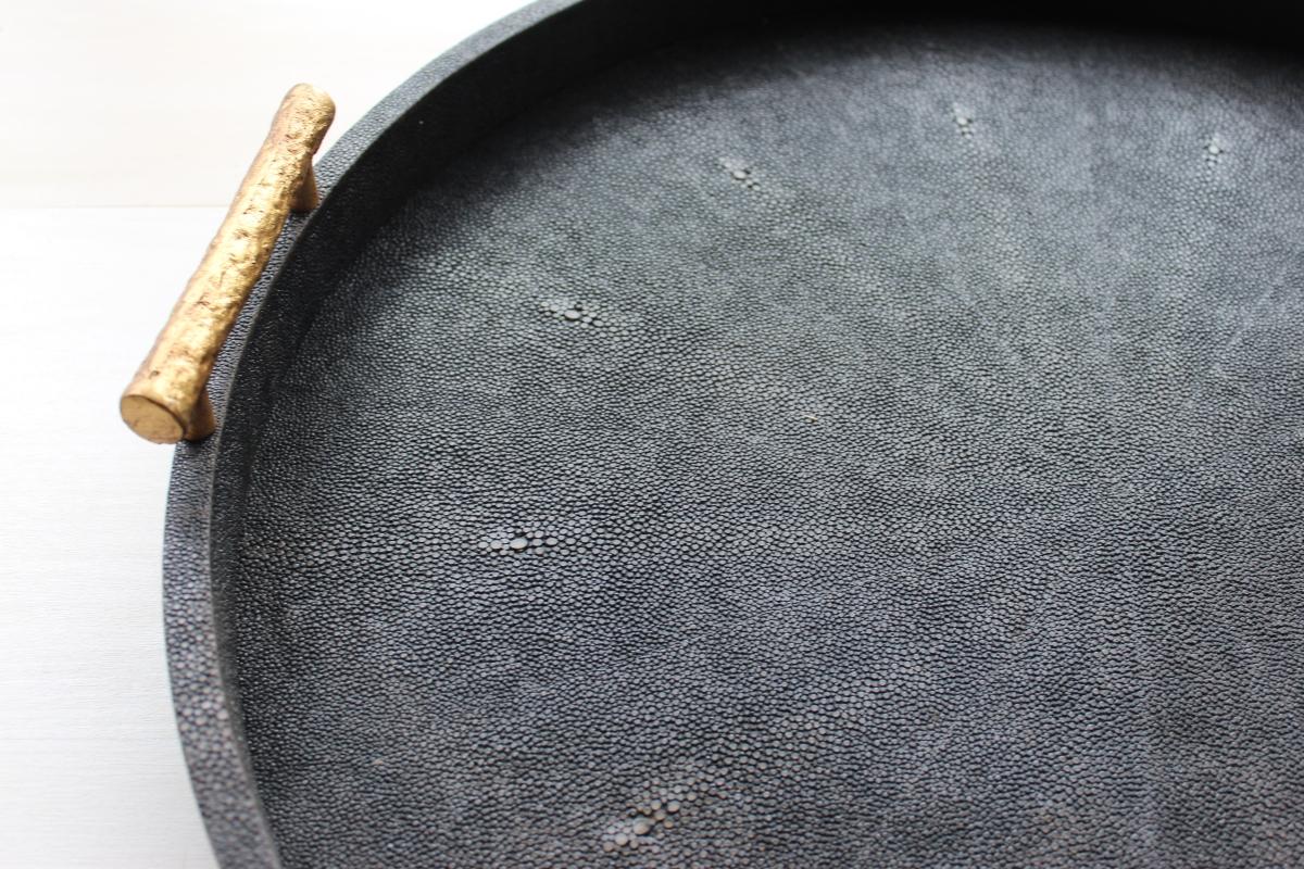 TRAY, round_faux shagreen, dk mushroom w:gold handle