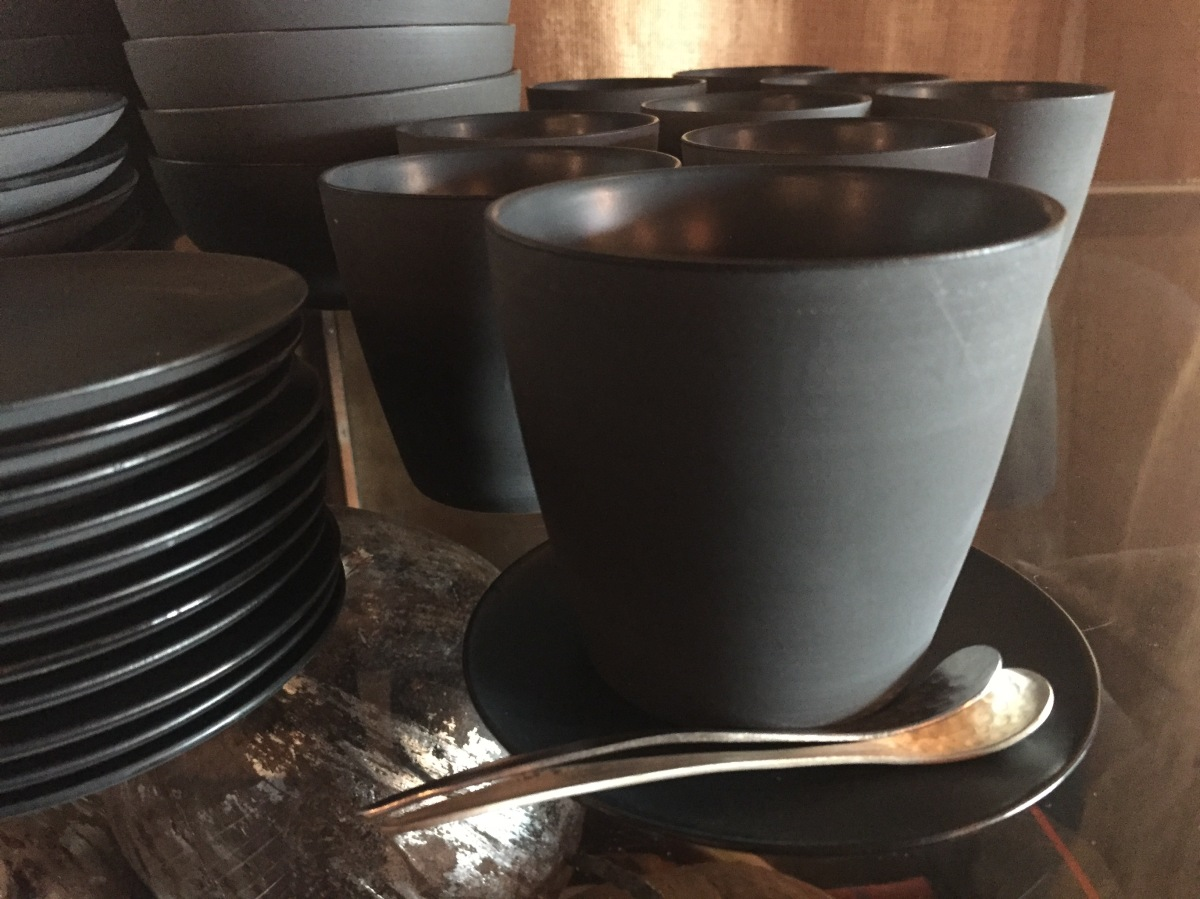 new-tableware-matte-black-mug-silver-spoon